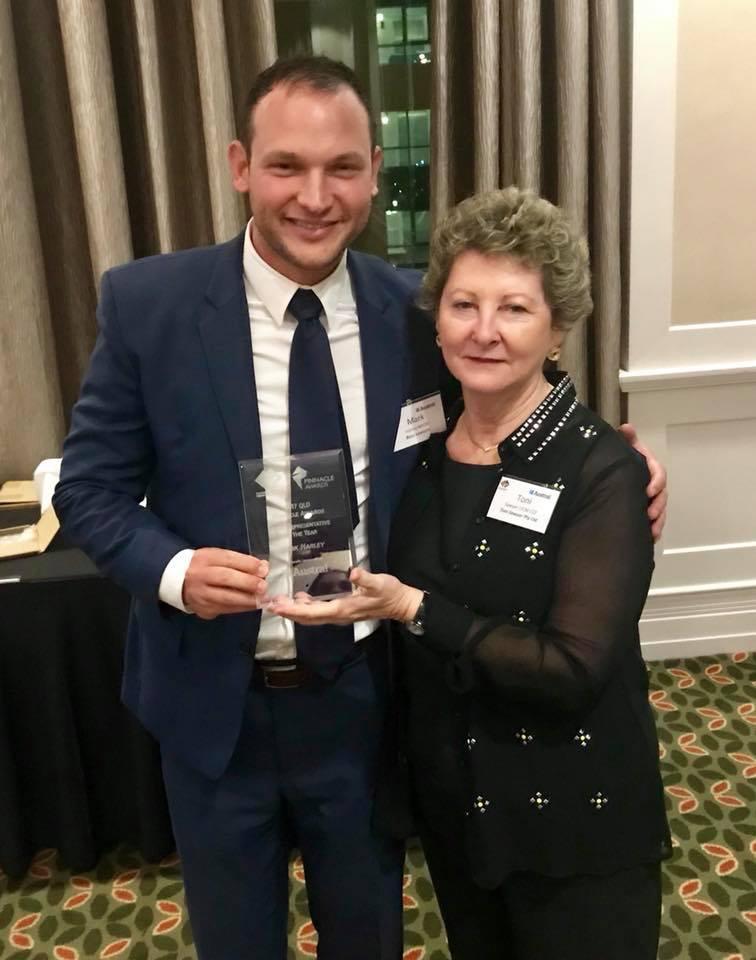 MKH with Tony with award